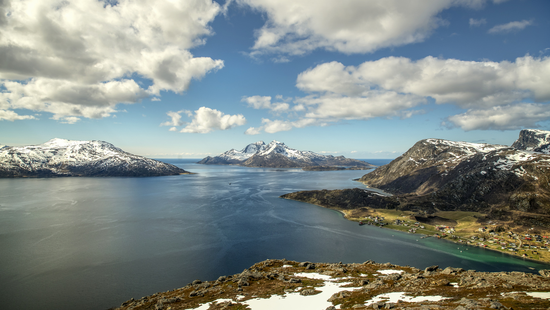 Skulsfjord by Zoltan Tot