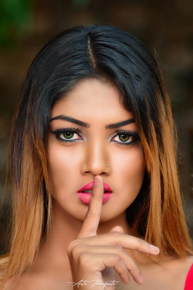 Sri Lankan girl by Kanishka K. Bandara