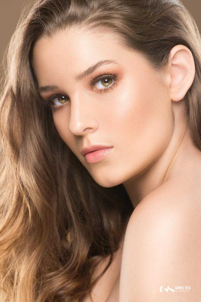 Natalia II / Portrait of a beauty by Gabriel Sosa