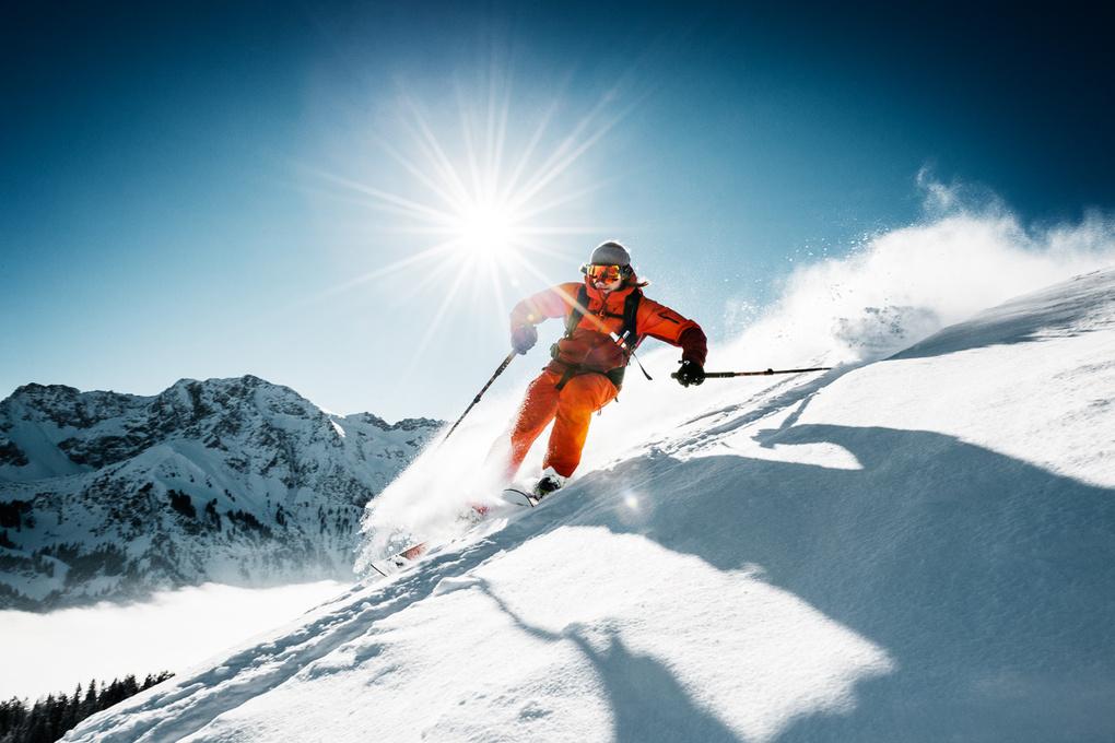 Skiing by Peter Hanne