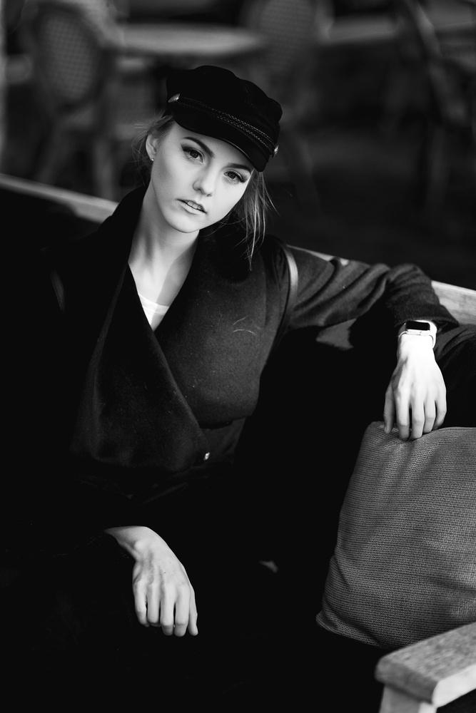 Black and White by Robert Rainbow