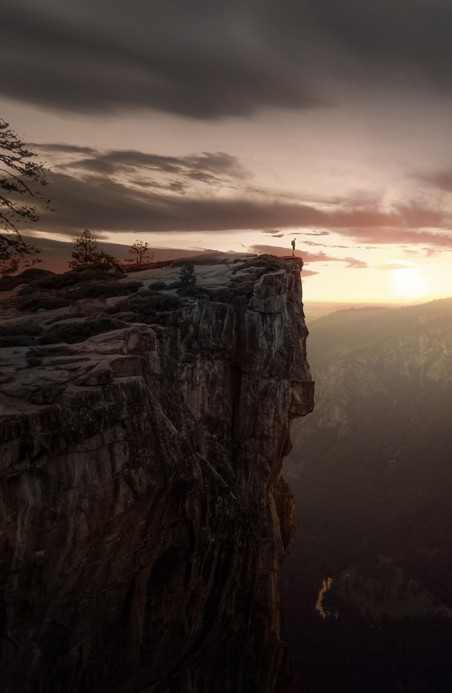 On the edge by Miguel Martins