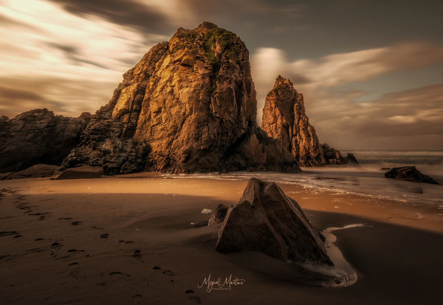 Low Light by Miguel Martins