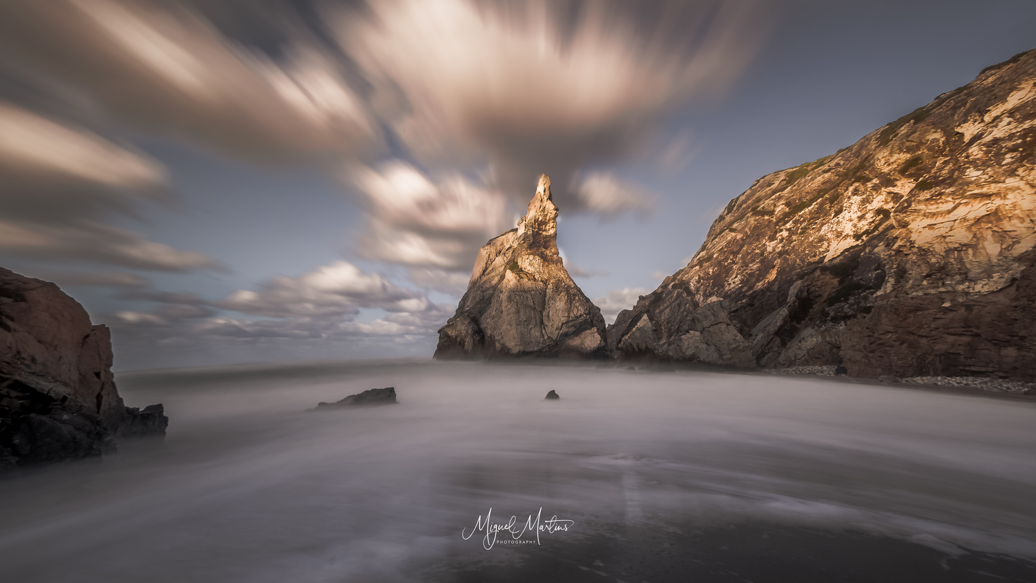 Controlled light by Miguel Martins