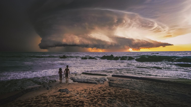 Hunga Munga Sky by Miguel Martins