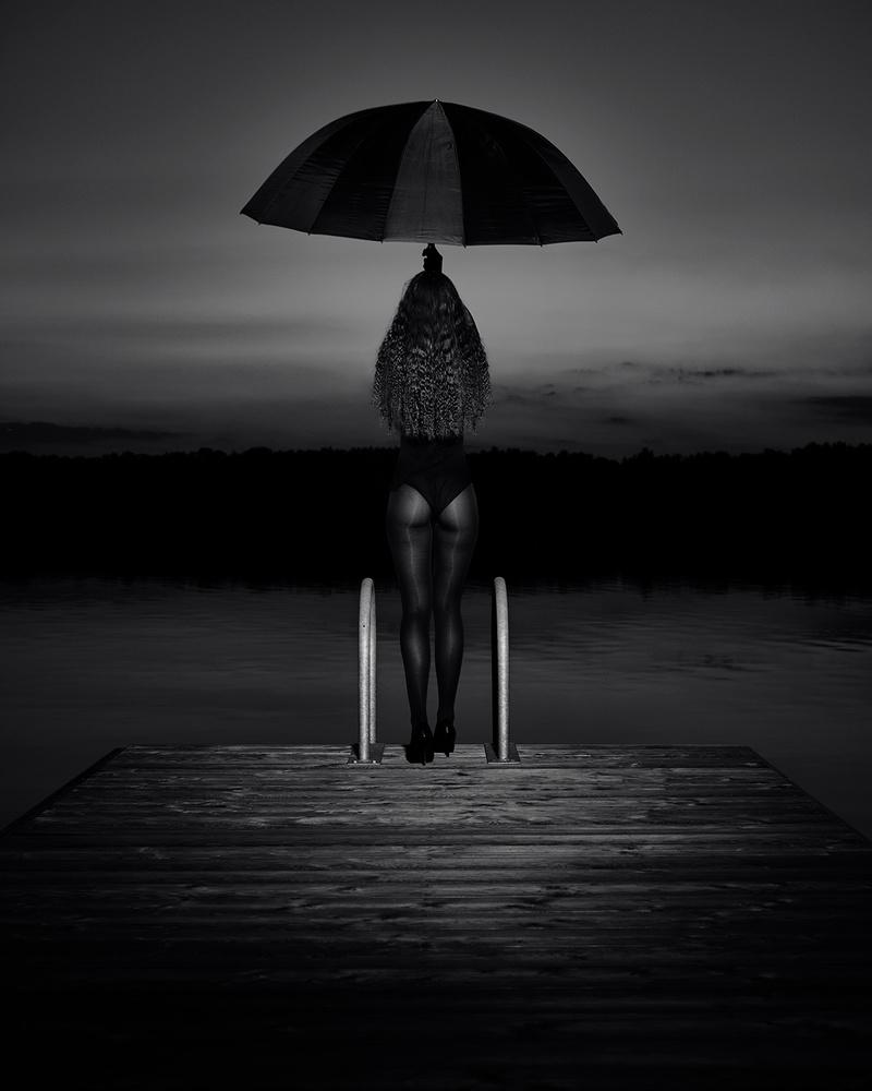Waiting for the rain by Chris Hoopoe