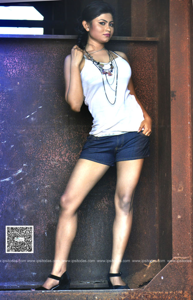 Outdoor shoot for fashion denim brand in kolkata by Ipsito Das