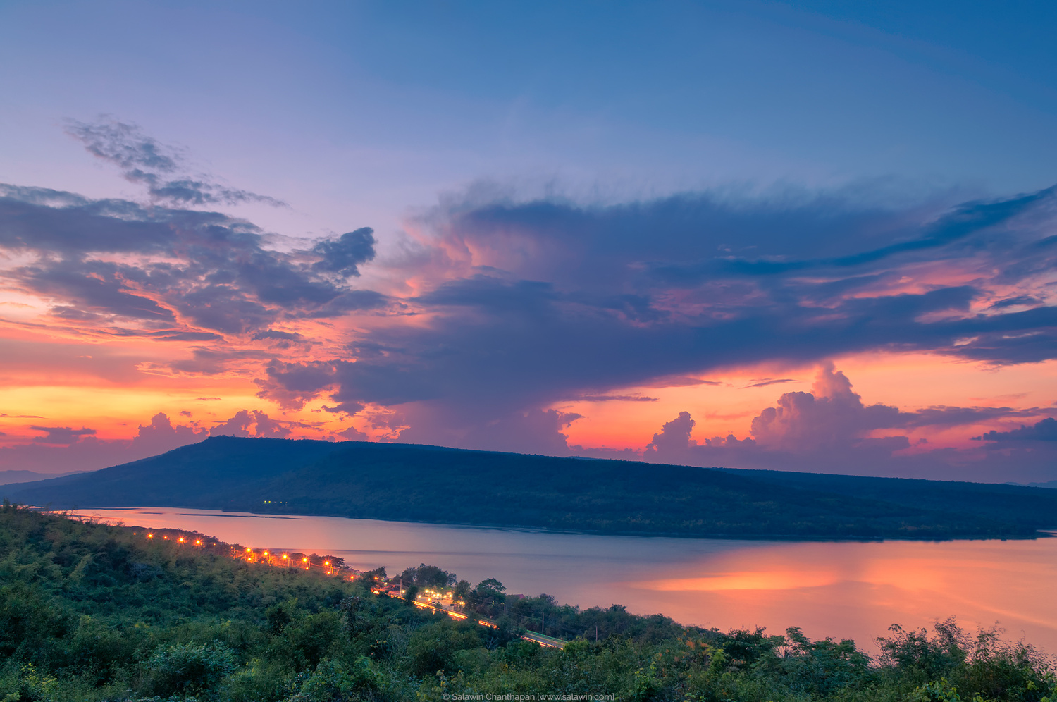 Beautiful sunset at Lam Ta Khong Reservoir by Salawin Chanthapan
