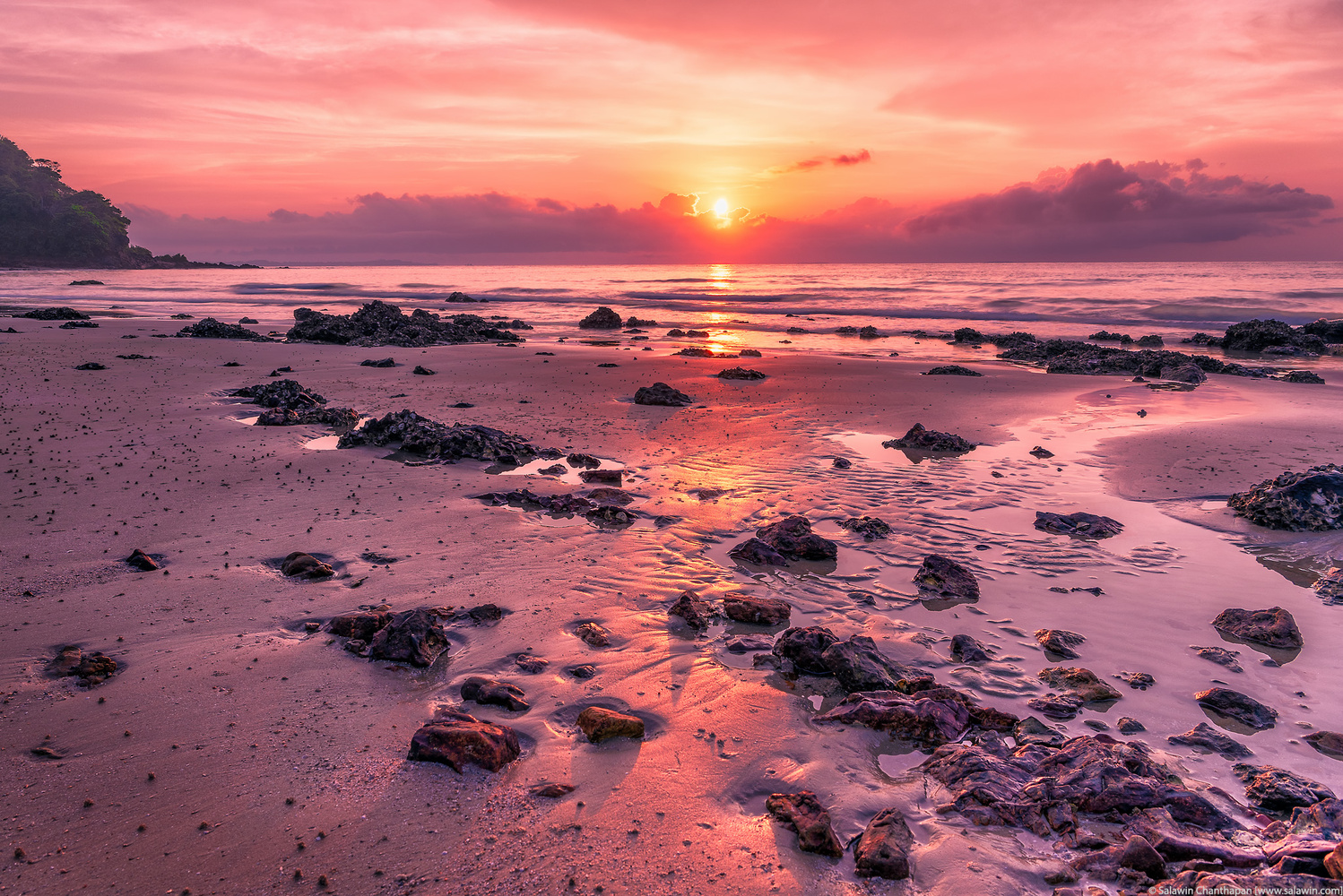 Beautiful Sunrise at Rayong Beach by Salawin Chanthapan