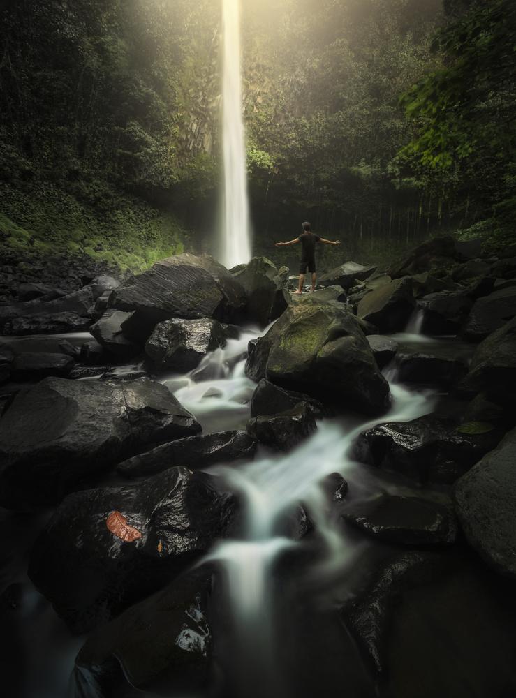 Pure Light by Aritz Atela