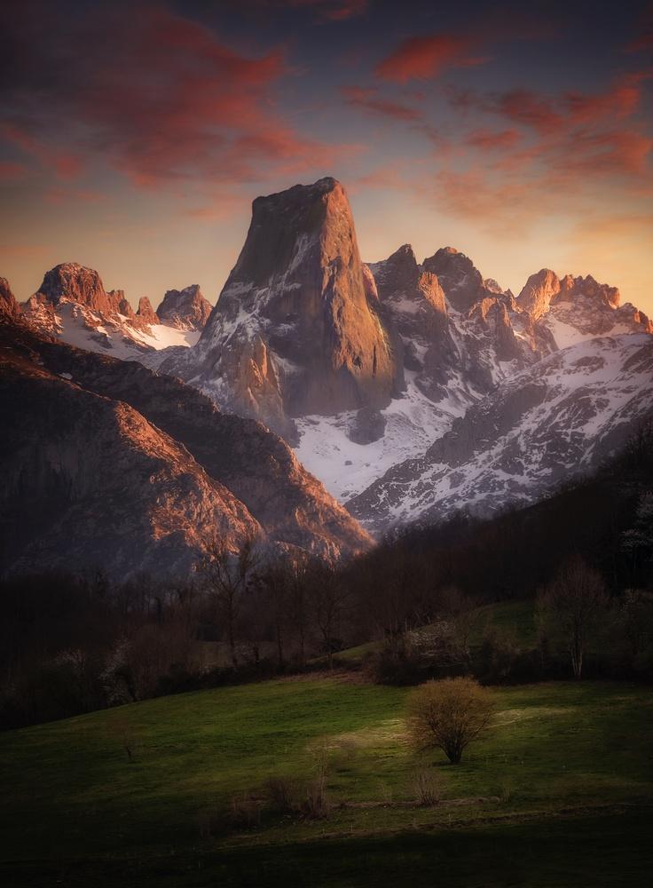 Crimson Peaks by Aritz Atela