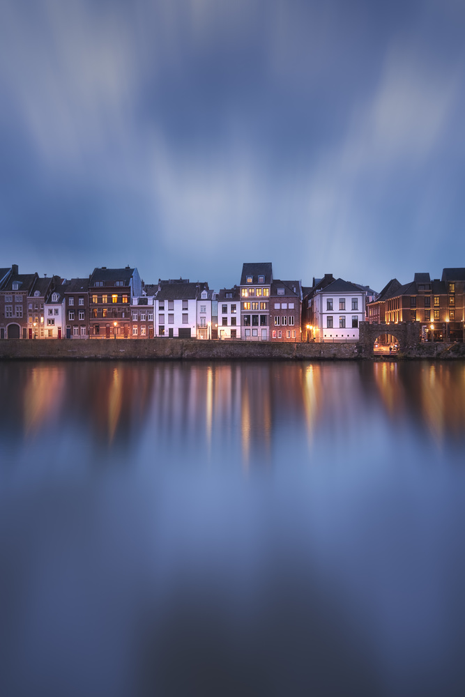 Blue Hour at the bay by Aritz Atela