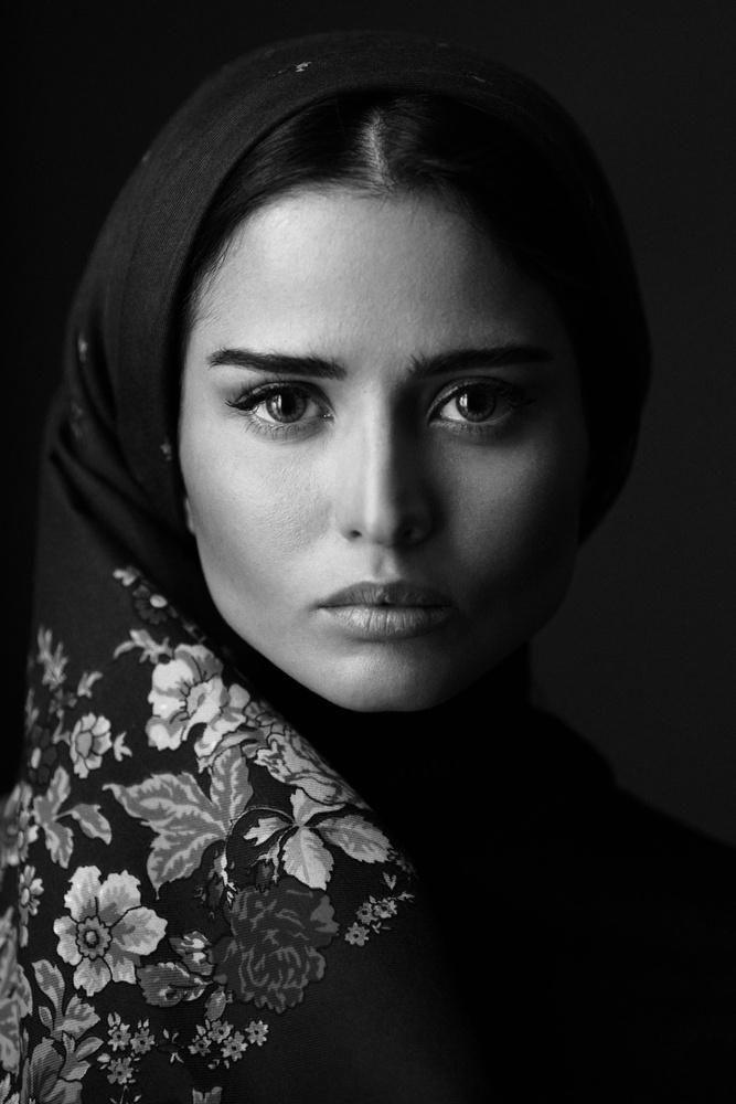 folk eyes by Babak Fatholahi