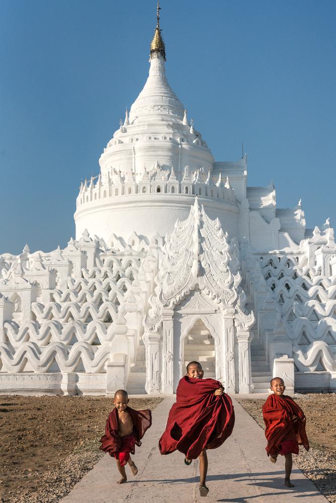Fun loving novice monks by Jani Uljas