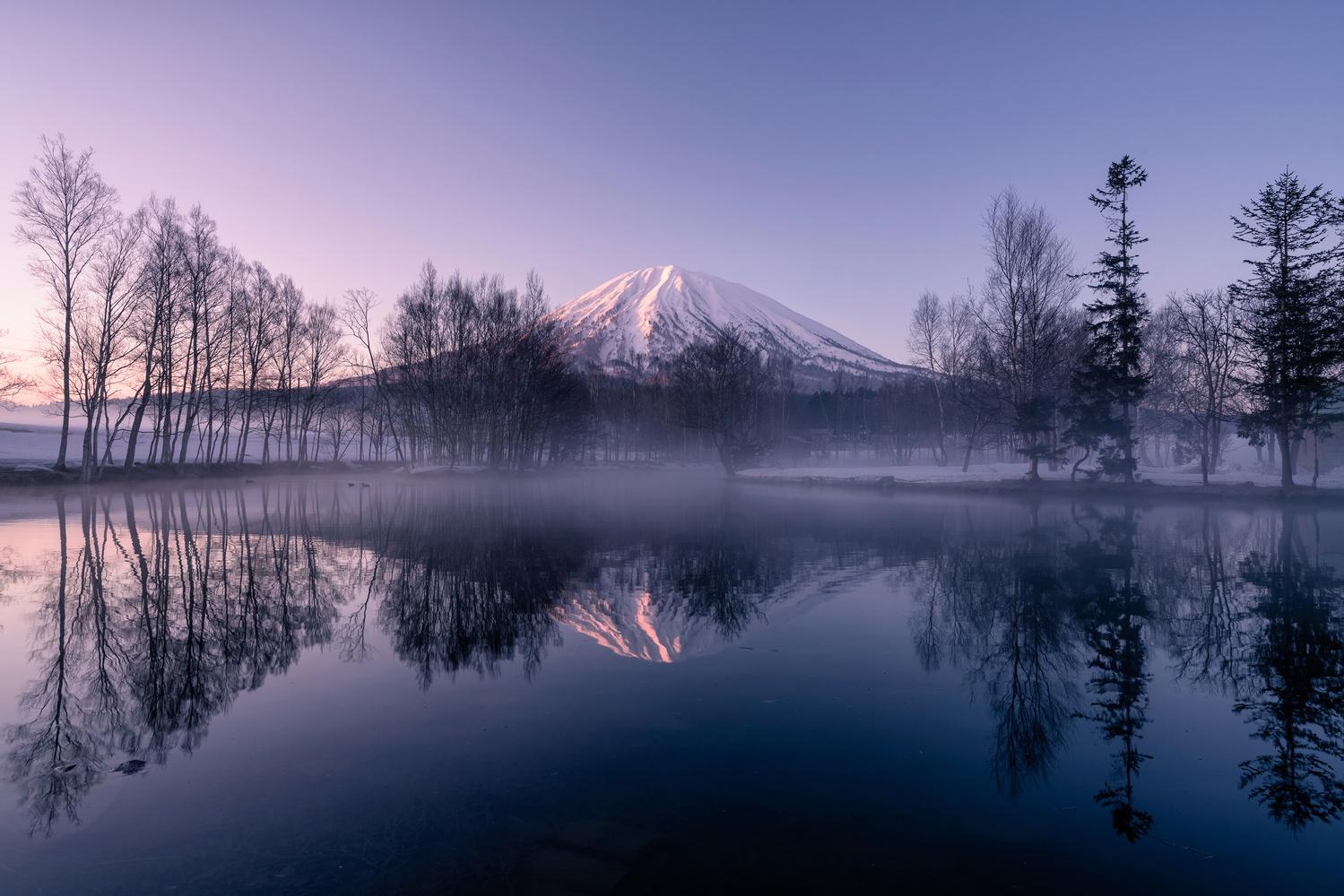 calm dawn by Hiroshi Tanita