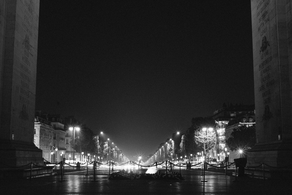 champs elysees at night by Daniel Karr