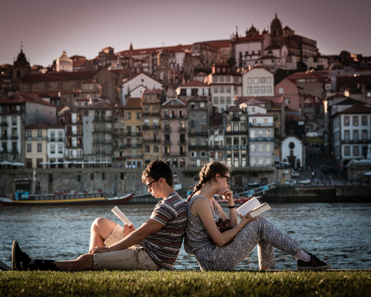 Reading couple by Alekz Velic