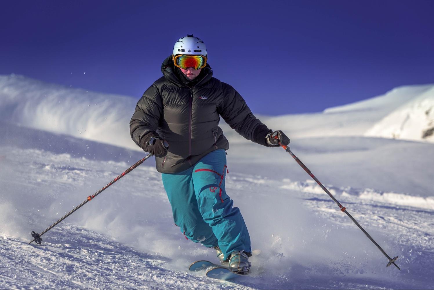 Skiing by Annelin Hoff