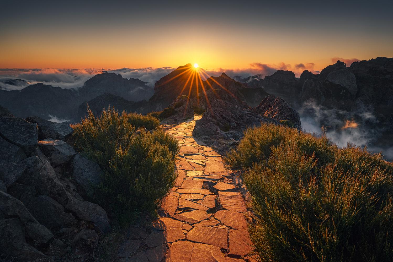 walkway to heaven (Pico do Arieiro) by Kai Hornung