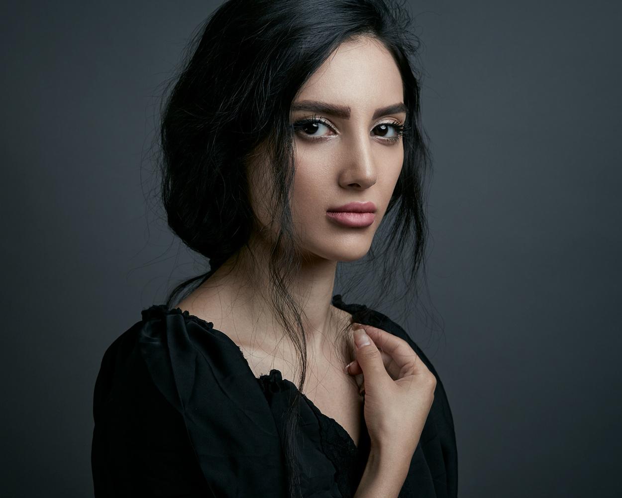 Donya by Hamidreza Sheikhmorteza