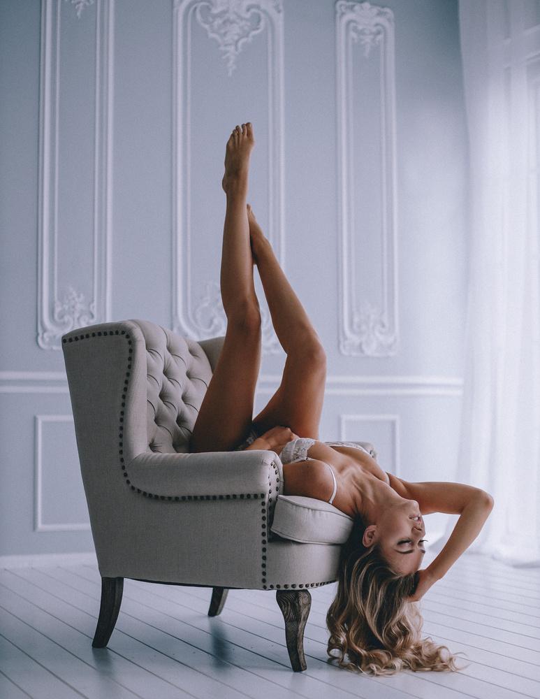 SUSANNA by Rene Lutterus