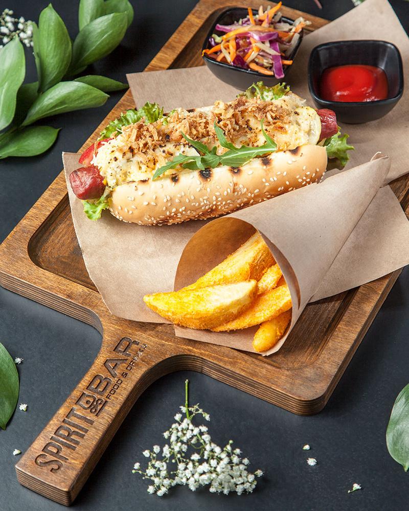Hot dog by Juriy Kolokolnikov