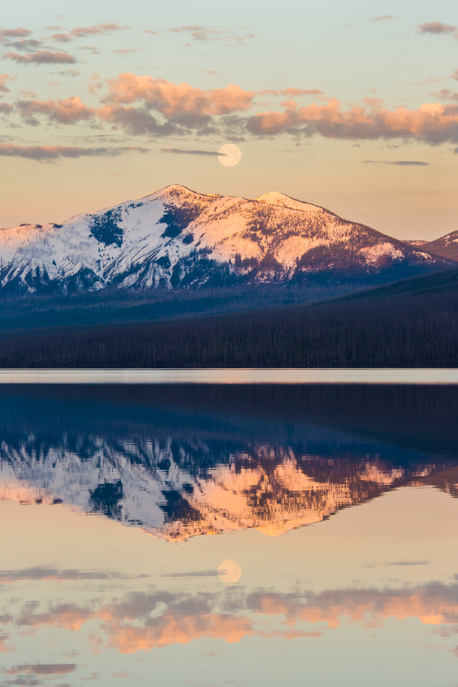 Moonset by Richard Soublet
