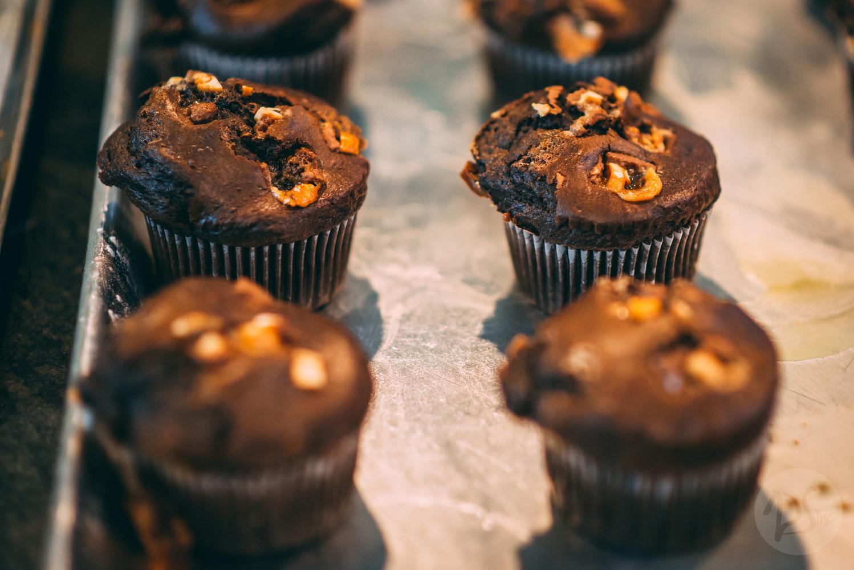White/Black chocolate cupcake. by Gerardo Barriere