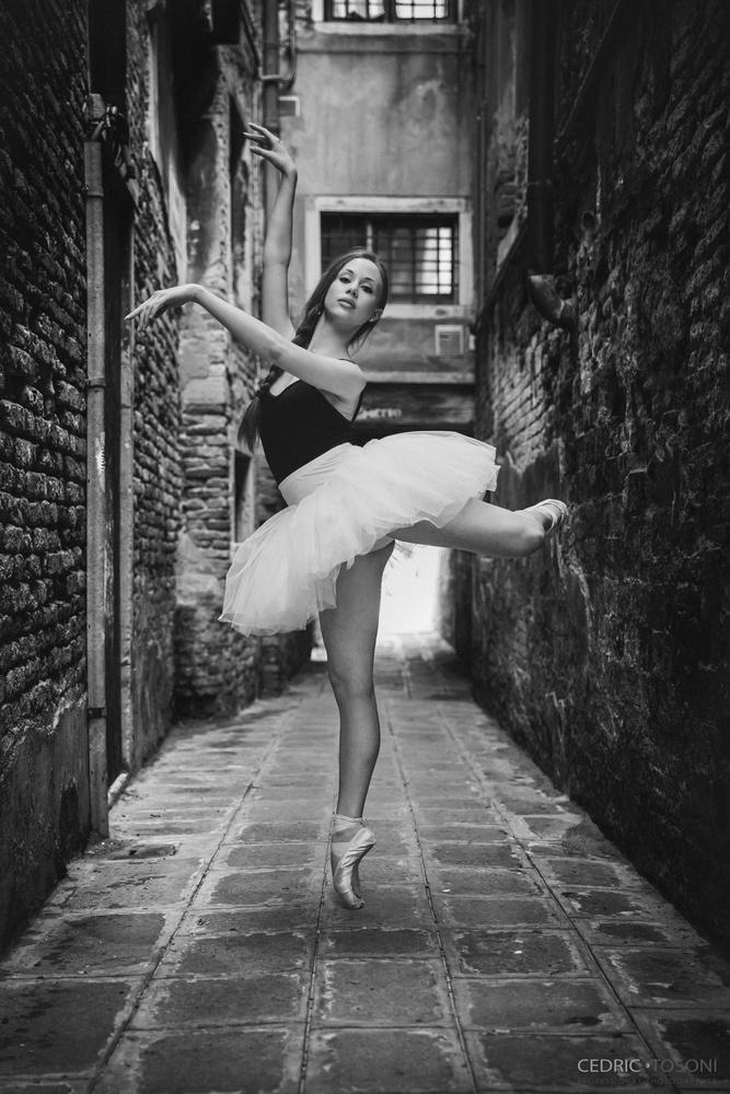 Ballerina Dancer Venezia, Italia by Cedric TOSONI