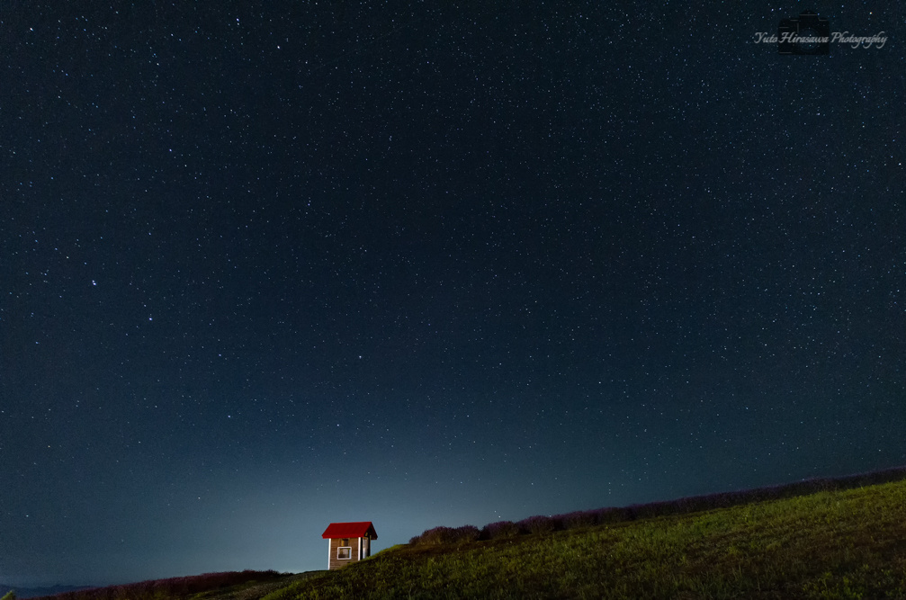 Hut under the starry sky. by Yuto Hirasawa