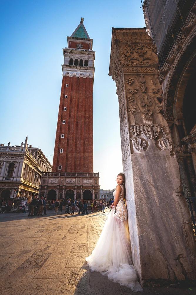 Wedding photo shoot in Venice, Italy by Cristian Mihaila