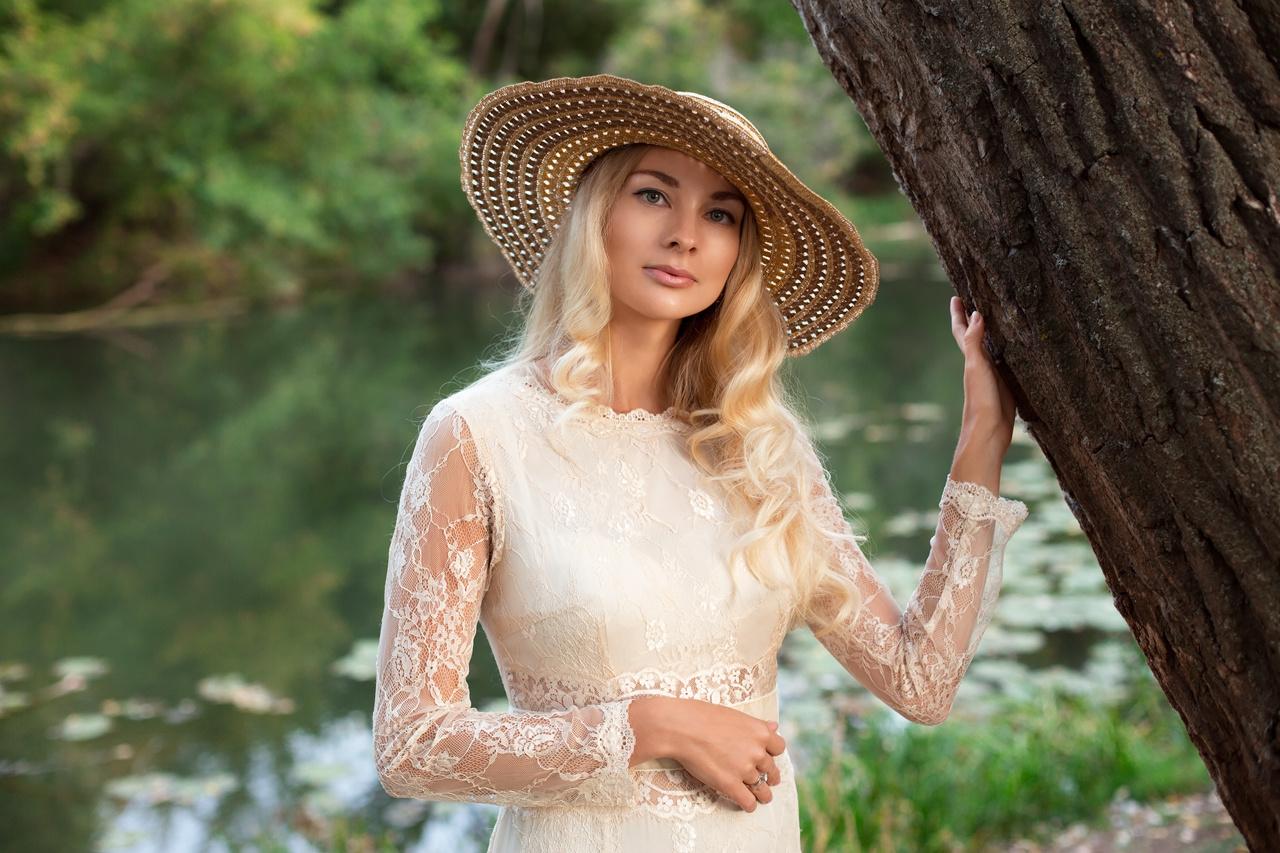 Lady in hat by Audioalex Алексей