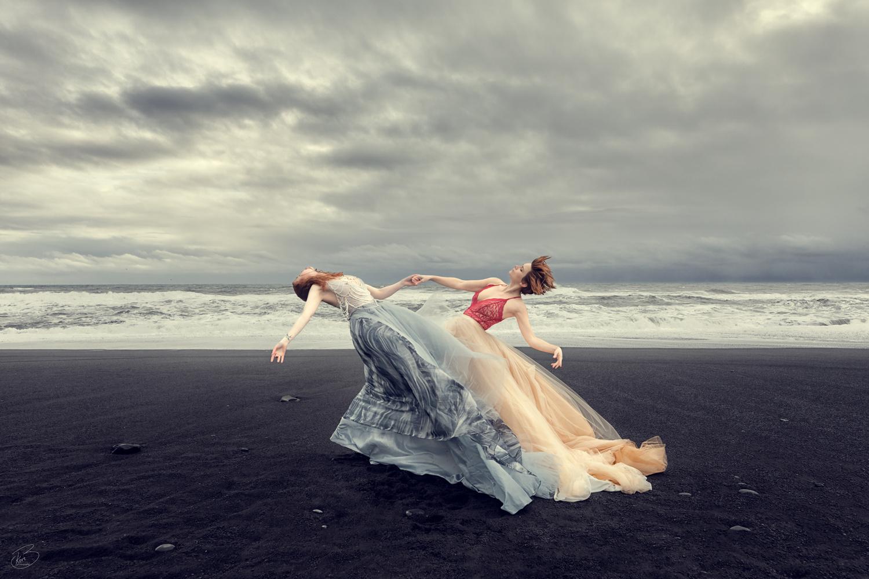 Beach dans by Bragi Kort