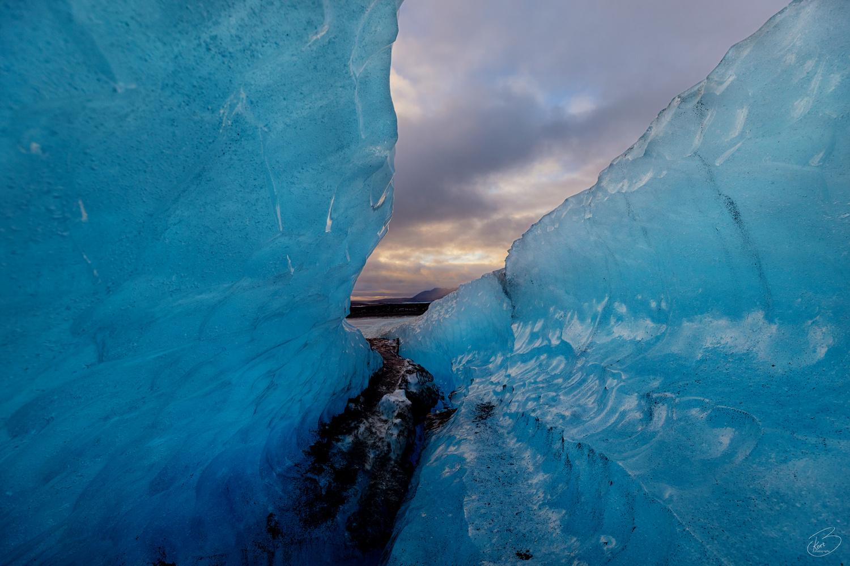 Ice tunnel by Bragi Kort