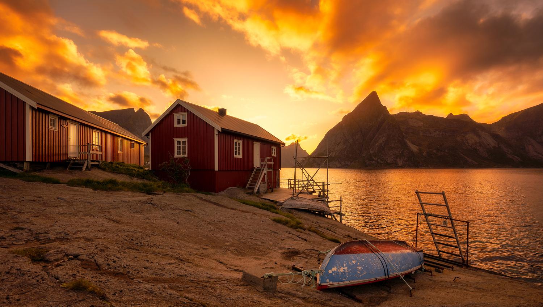 Sunset in Lofoten by Eirik Sørstrømmen