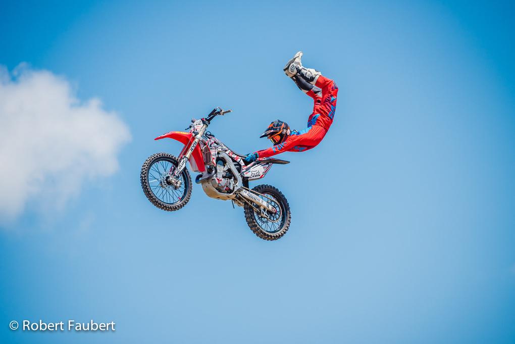 Hang on tight by Robert Faubert