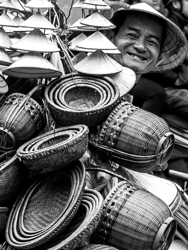 Street vendor, Hanoi by Daniel Simon