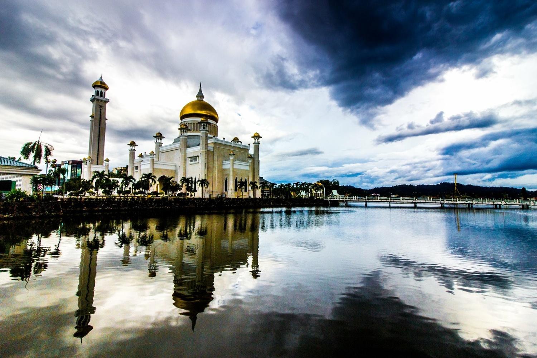 Omar Ali Saifuddien Mosque, Brunei by Daniel Simon