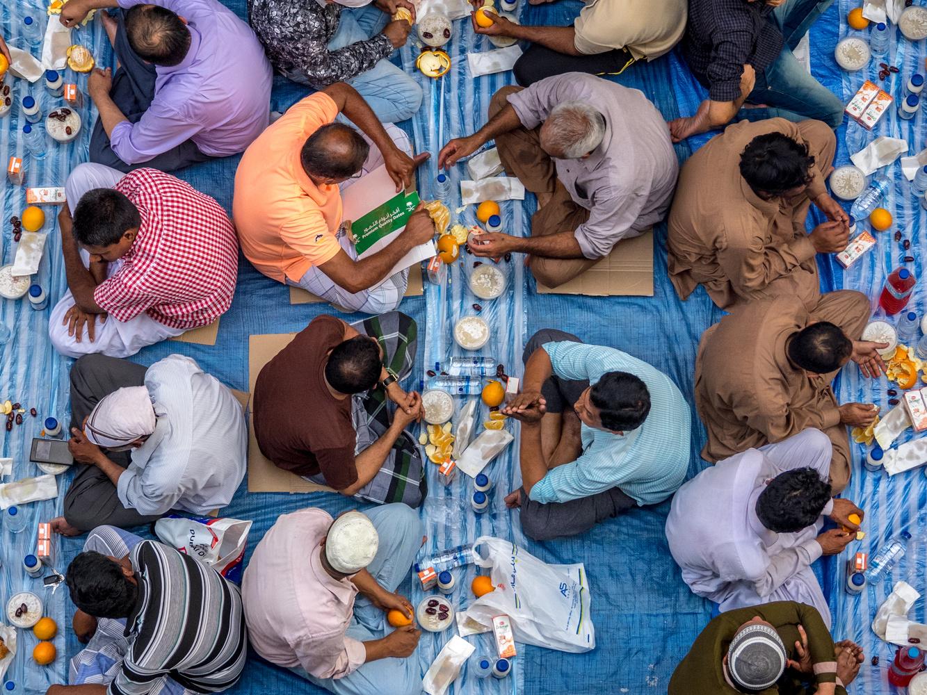 Iftar, Deira, Dubai by Daniel Simon