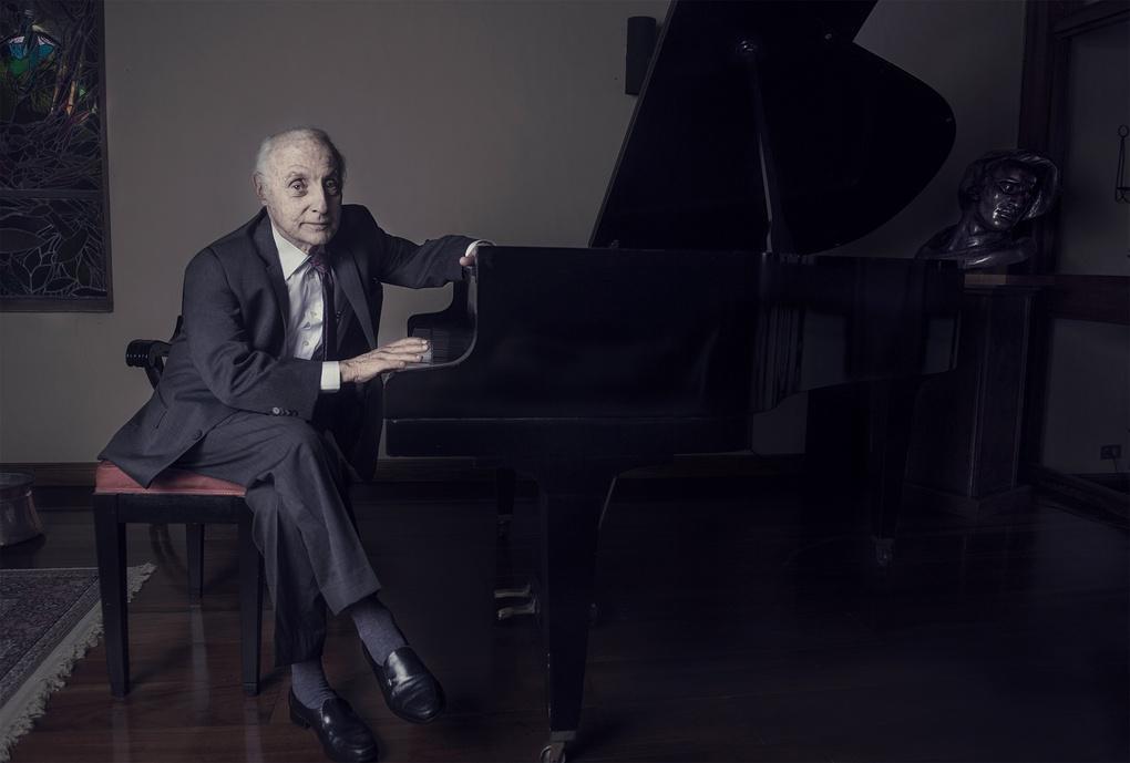 Piano man by Giancarlo Clemente