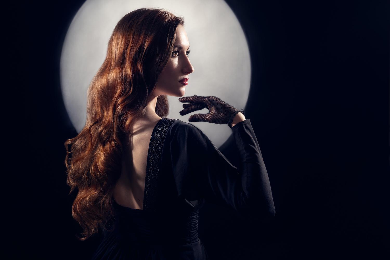La Femme Dans Le Noir by Emily Moore