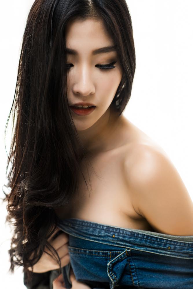 Seductive Ohly by Cheng Yu Tan