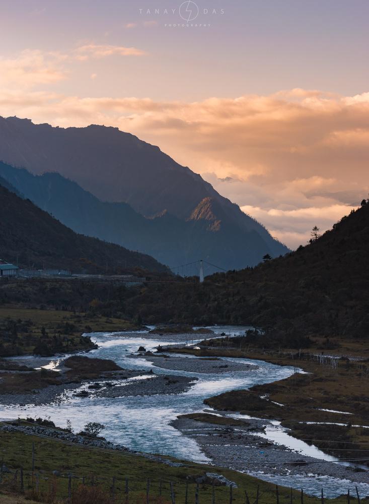 Thangu Valley by TANAY DAS