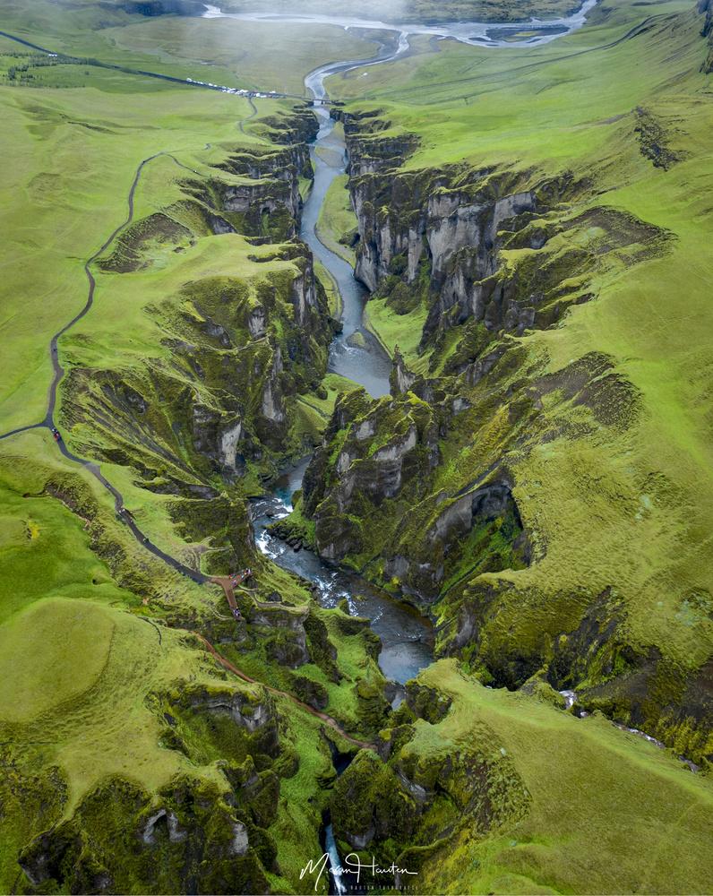 Fjaðrárgljúfur by Markus van Hauten