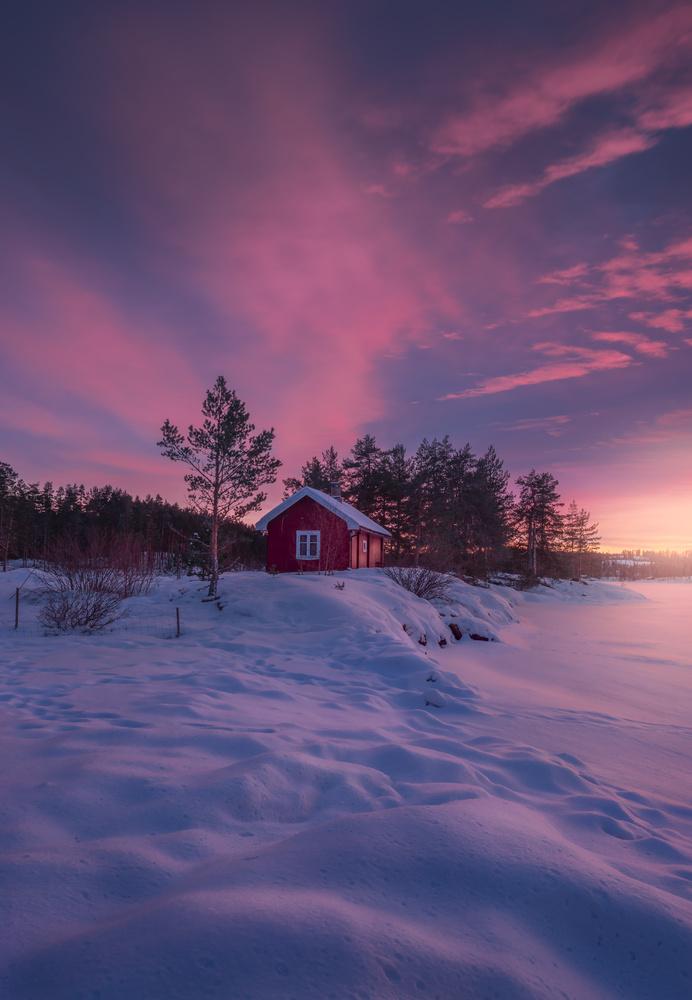 Smokin' Cabin by Ole Henrik Skjelstad