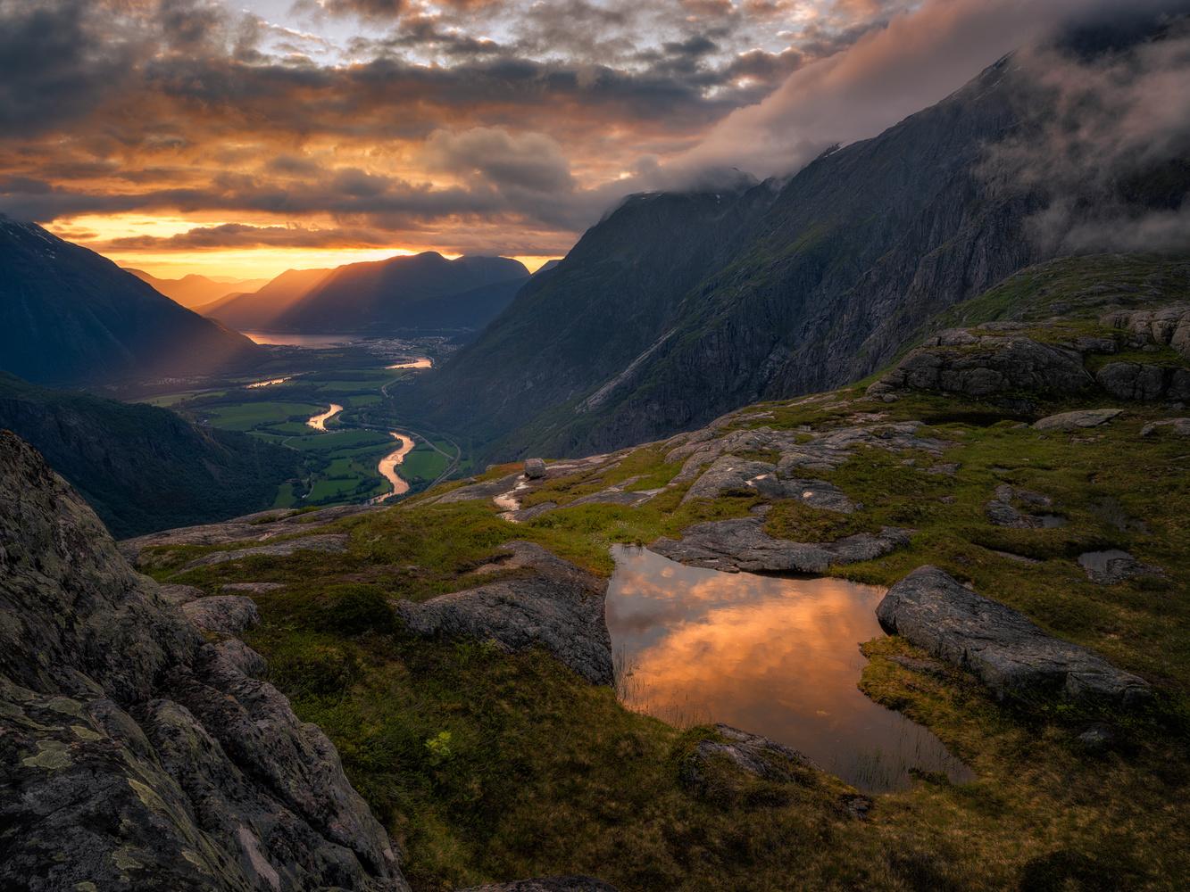 The Ray Aspect of Light by Ole Henrik Skjelstad