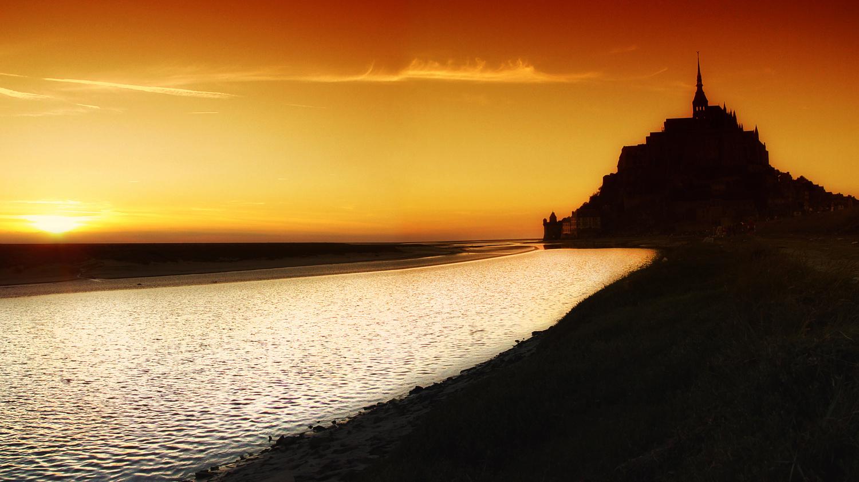 Sunset at mont Saint Michel by Stefano Venturi