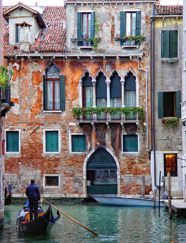 Bus in Venice by Stefano Venturi