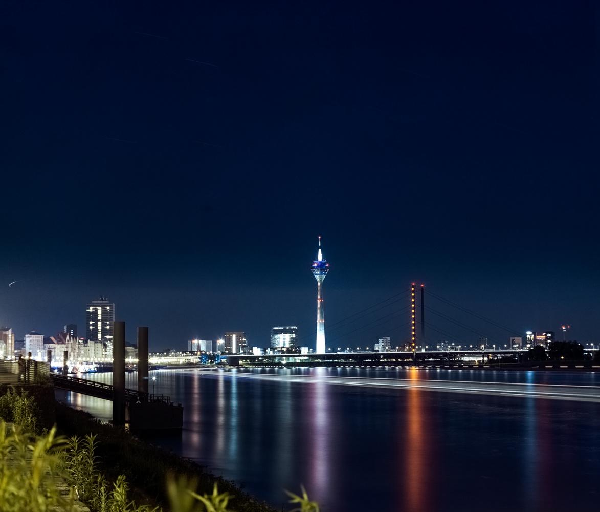 Düsseldorf by Ludwig Hagelstein
