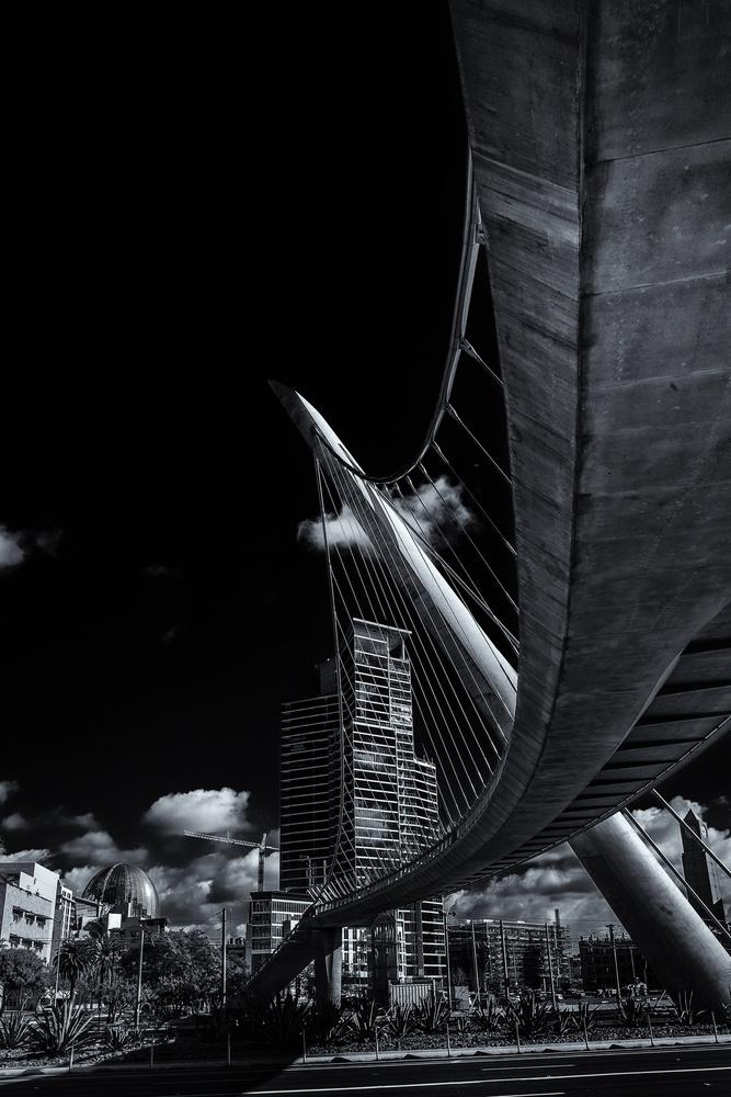 Harbor Drive Pedestrian Bridge by Jonathan Hobbs